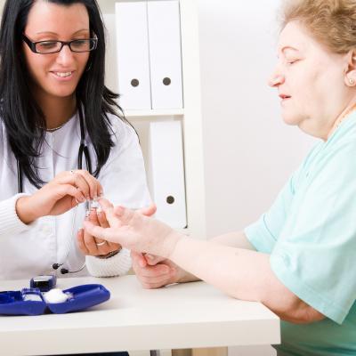 Enfermeira a testar